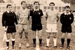 Momenat sa utakmice Spartak - Velež početak 90 tih. Kapiteni ekipa Zoran Arsić i Meho Kodro