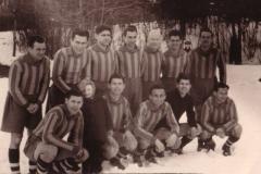Spartak 1955 56 - najjača ekipa u istoriji kluba Kosta Tomašević, Ivan Bogešić, Lajoš Jakovetić, Bratiša Branisavljević,nepoznat igrac, Gradimir Bogojevac, Josip Takač, Tihomir Ognjanov, Anton Tapiška, Čikoš, Miloš Glončak i